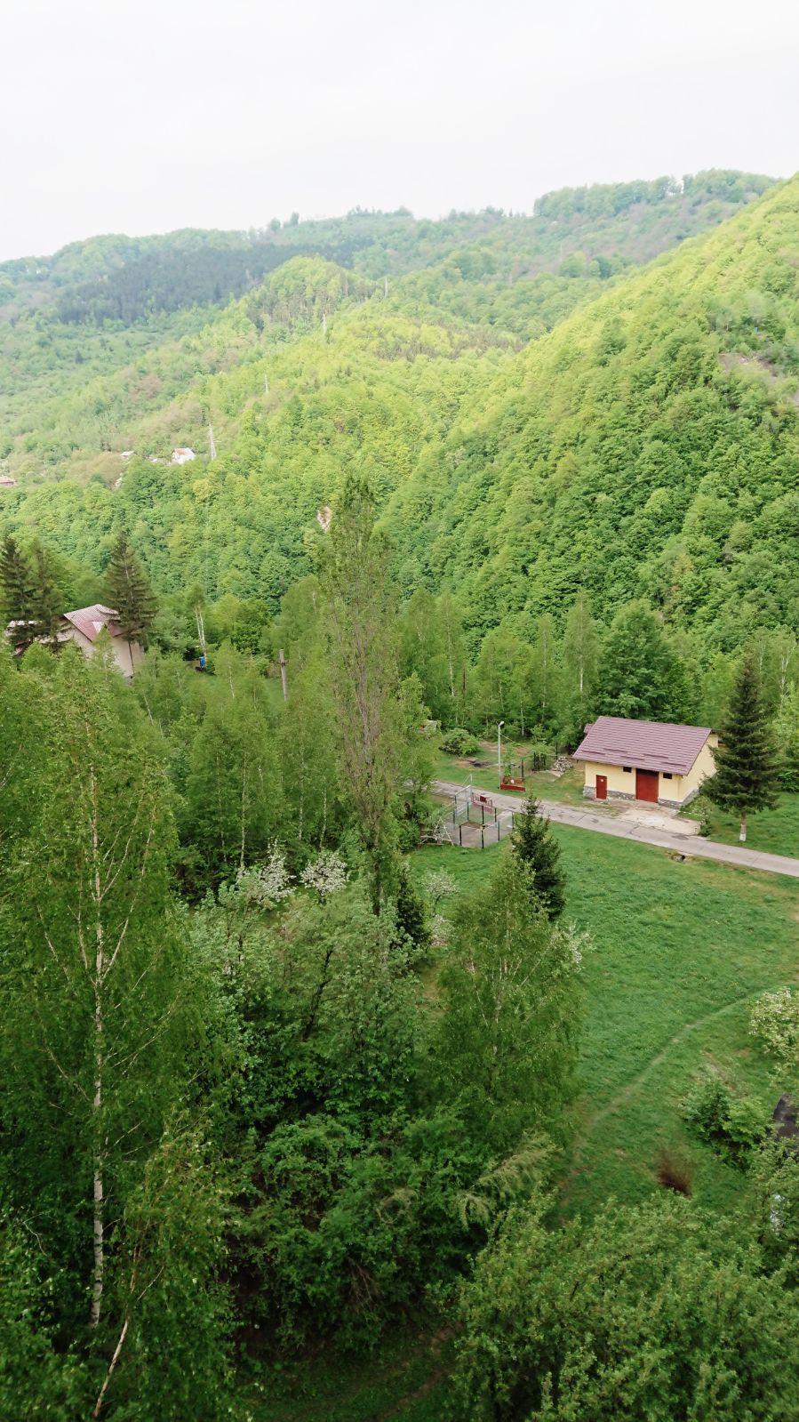 Casele de la baza barajului Paltinu