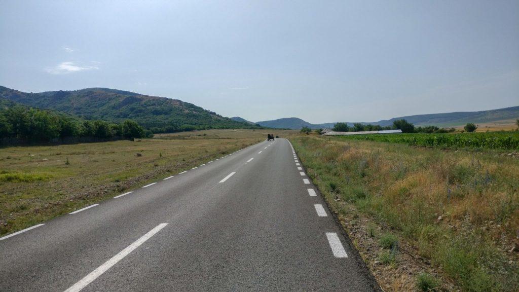 Drumul asfaltat catre zona de start
