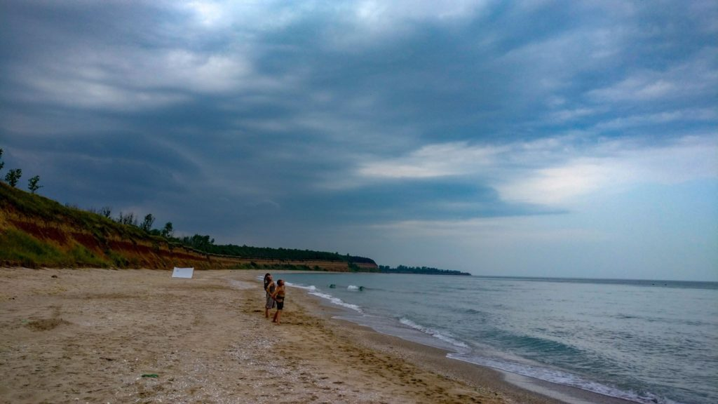 Yoga pe plaja Ezerets, inainte de furtuna