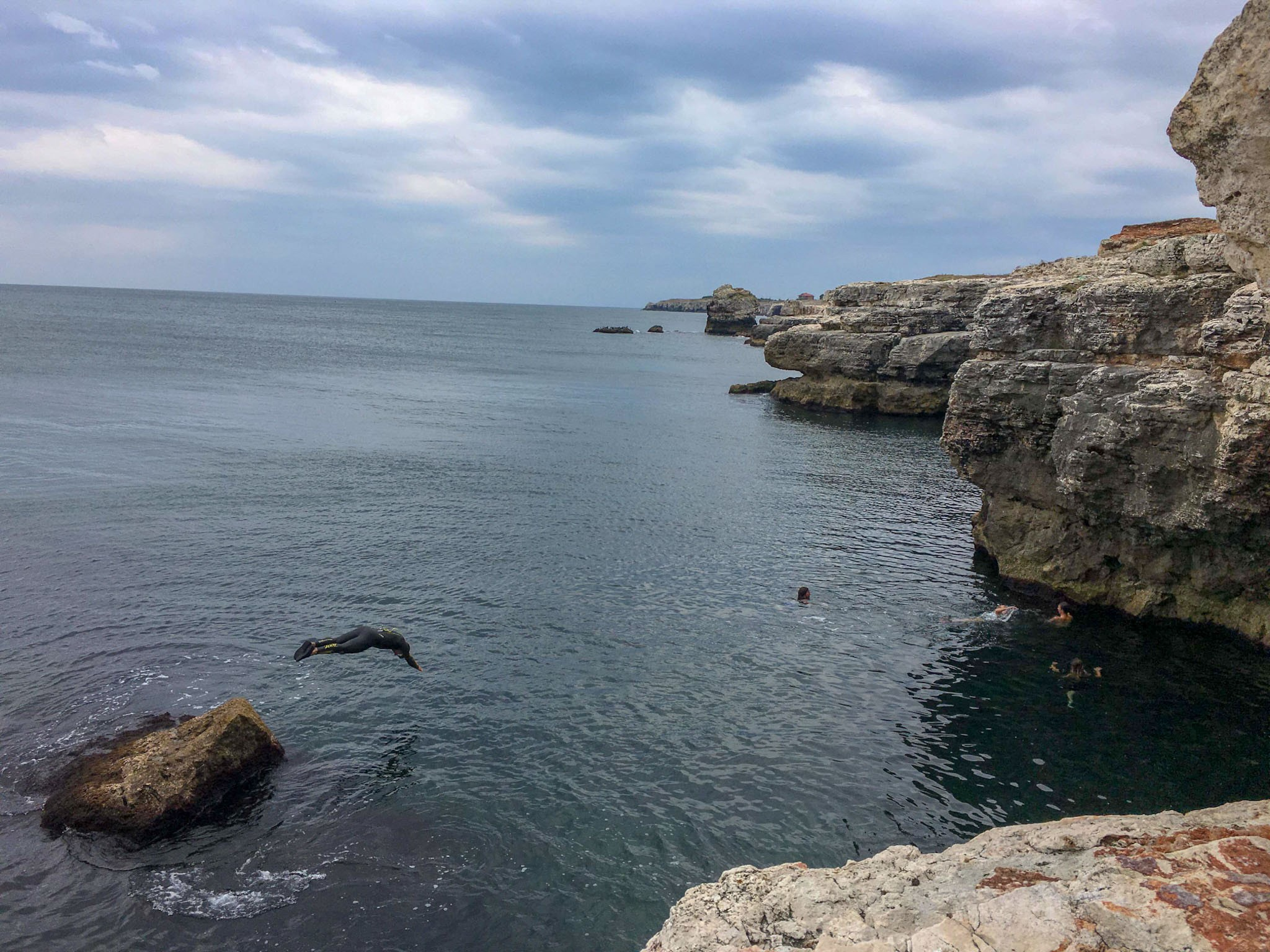 Sarituri in Marea Neagra de pe stanci, la Tyulenovo