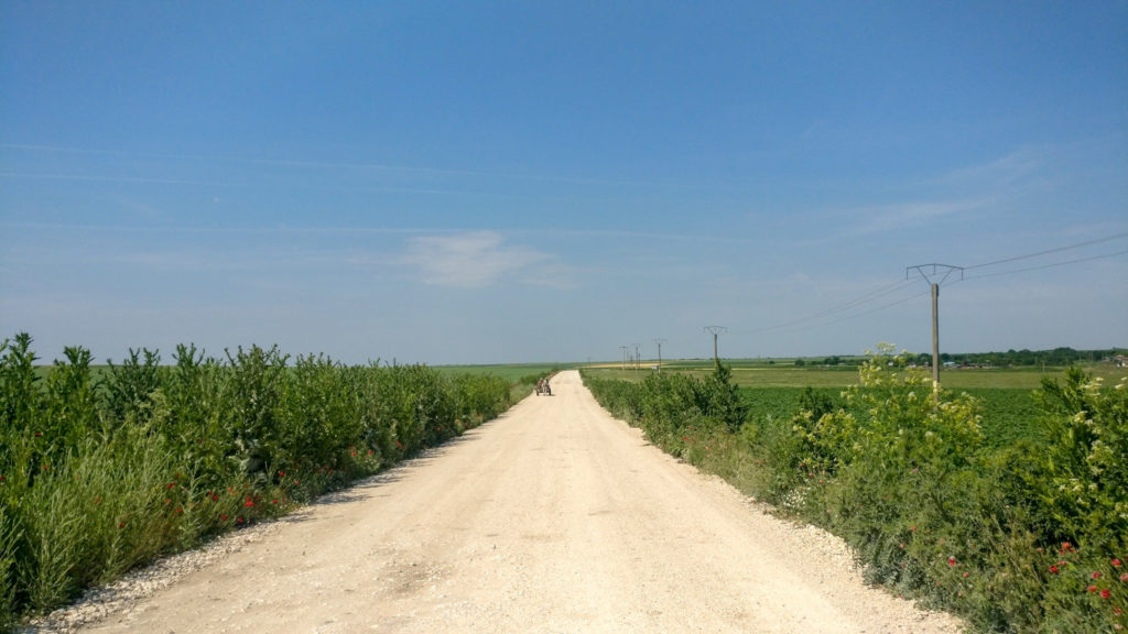 Drumul de calcar dintre 2 Mai si Hagieni