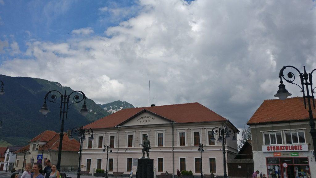 Plecarea din centrul orasului Zarnesti