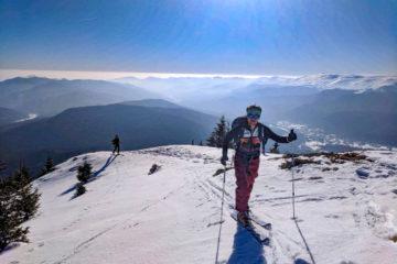 Schi de tura sub soare de februarie in Muntii Ciucas