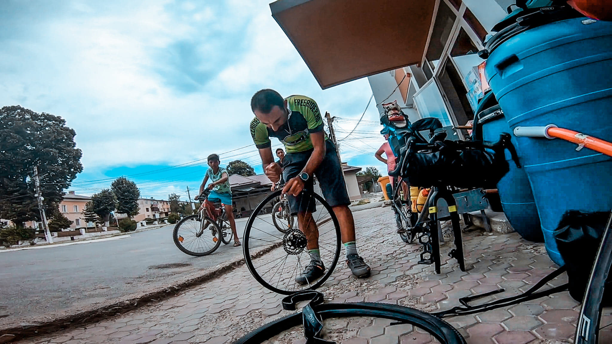 reparand pana facuta in tura de bikepacking spre Vama