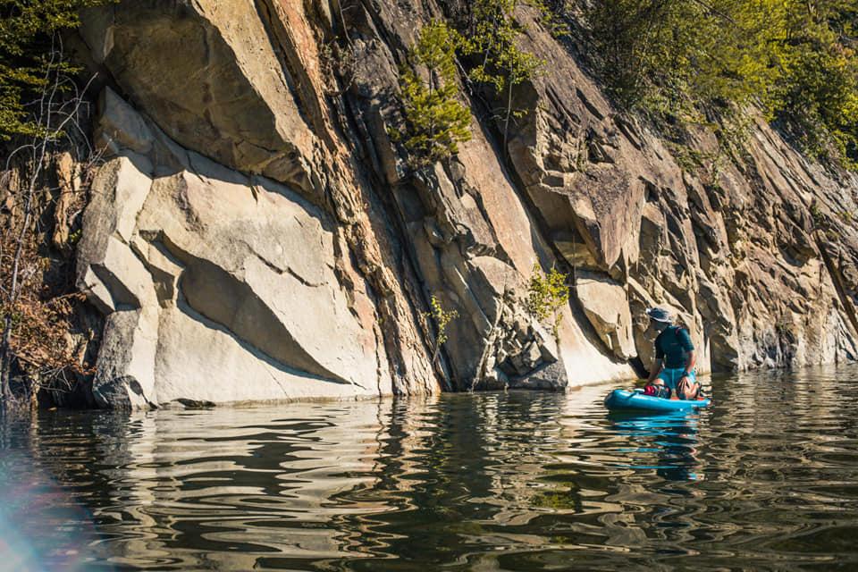 Stancile verticale din lacul Siriu