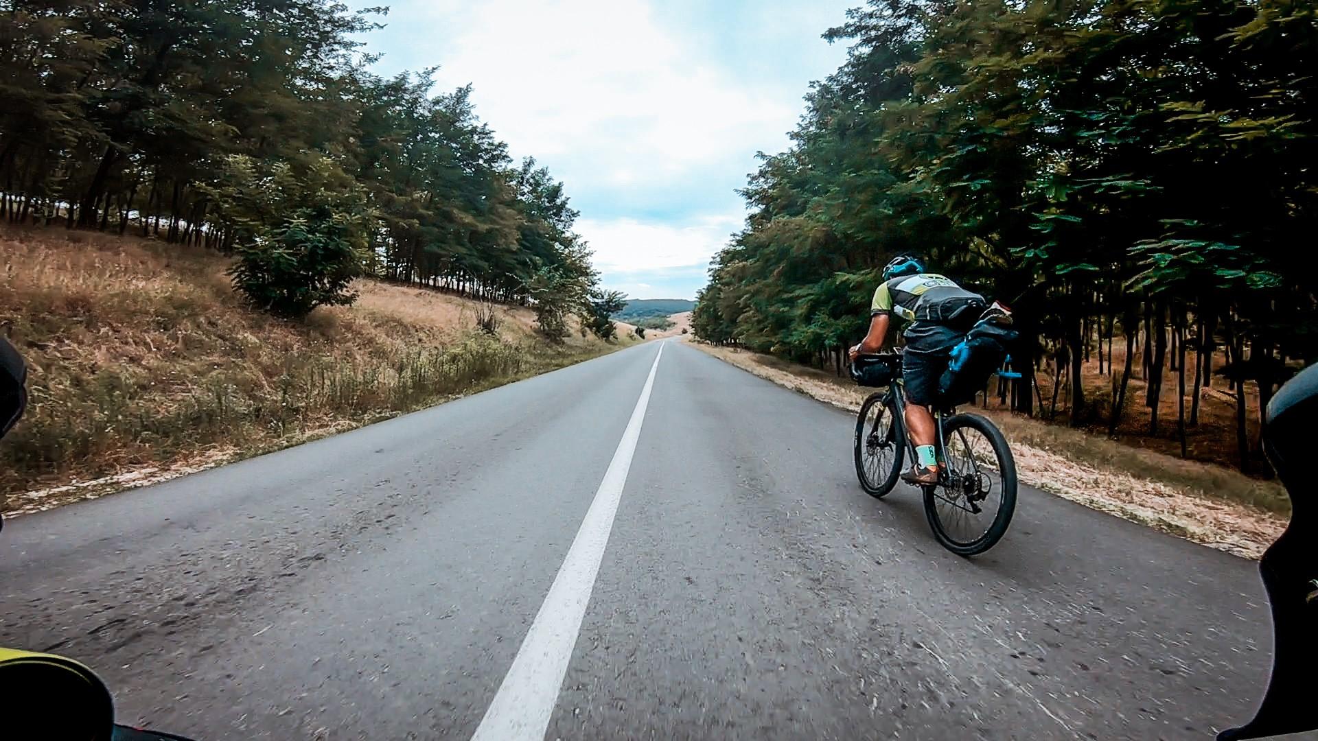 Coboarile lungi ale Dobrogei in tura de bikepacking