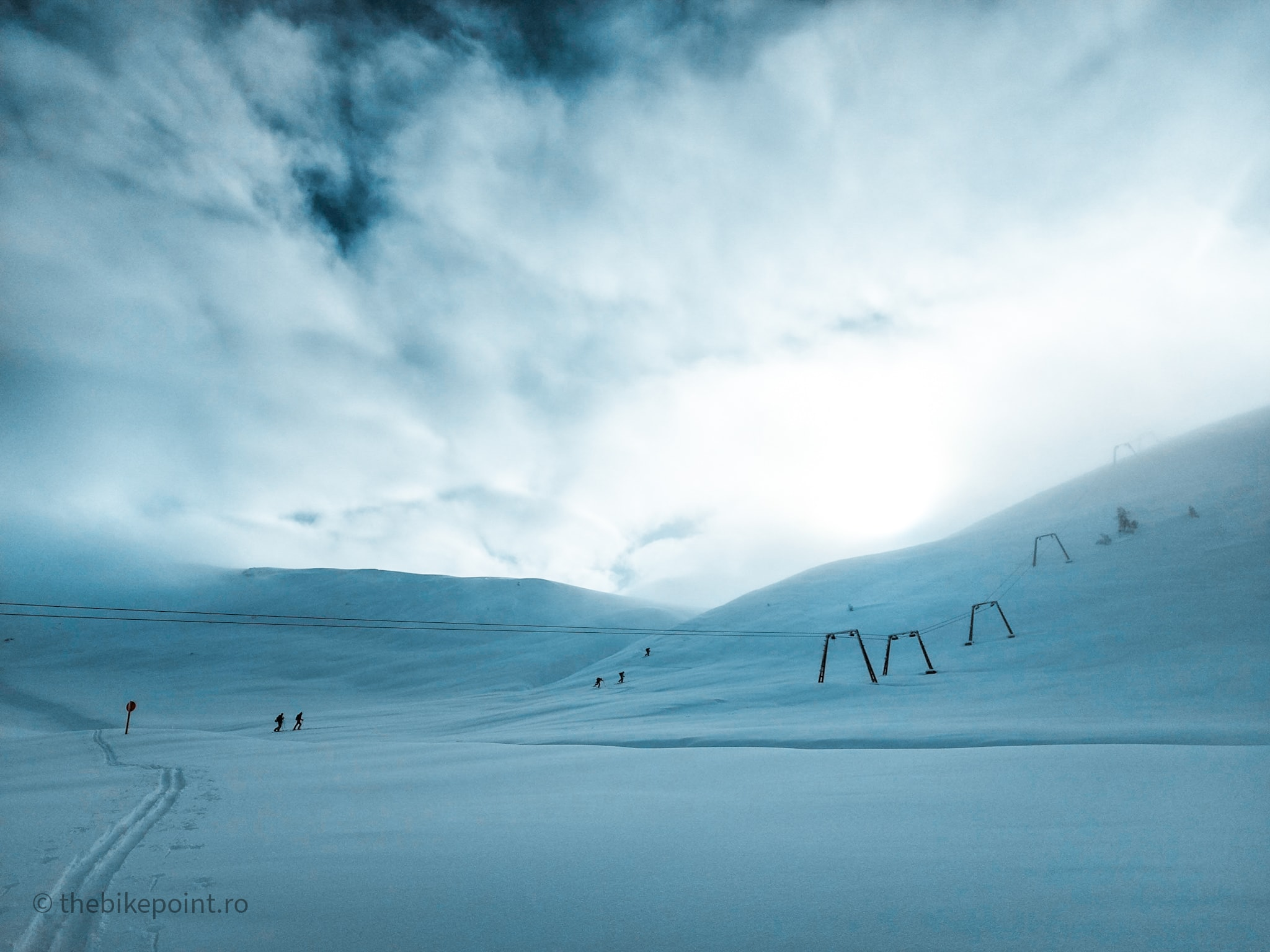 Negura ce incepea sa se ridice din Valea Dorului, cat urcam pe schiuri
