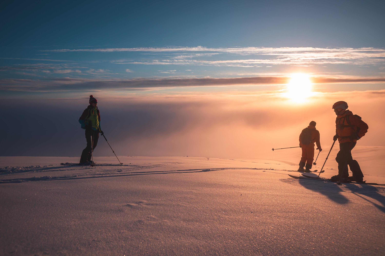 Apusul din a doua zi de schi de tura, coborand spre Dichiu