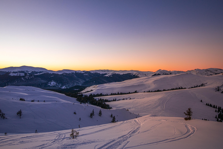 Apusul din prima zi de schi de tura, privind peste platoul Bucegi
