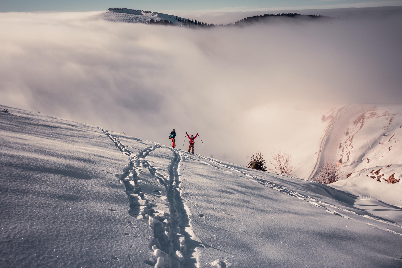 Urcarea pe schi de tura dinspre Dichiu, dimineata la 9am