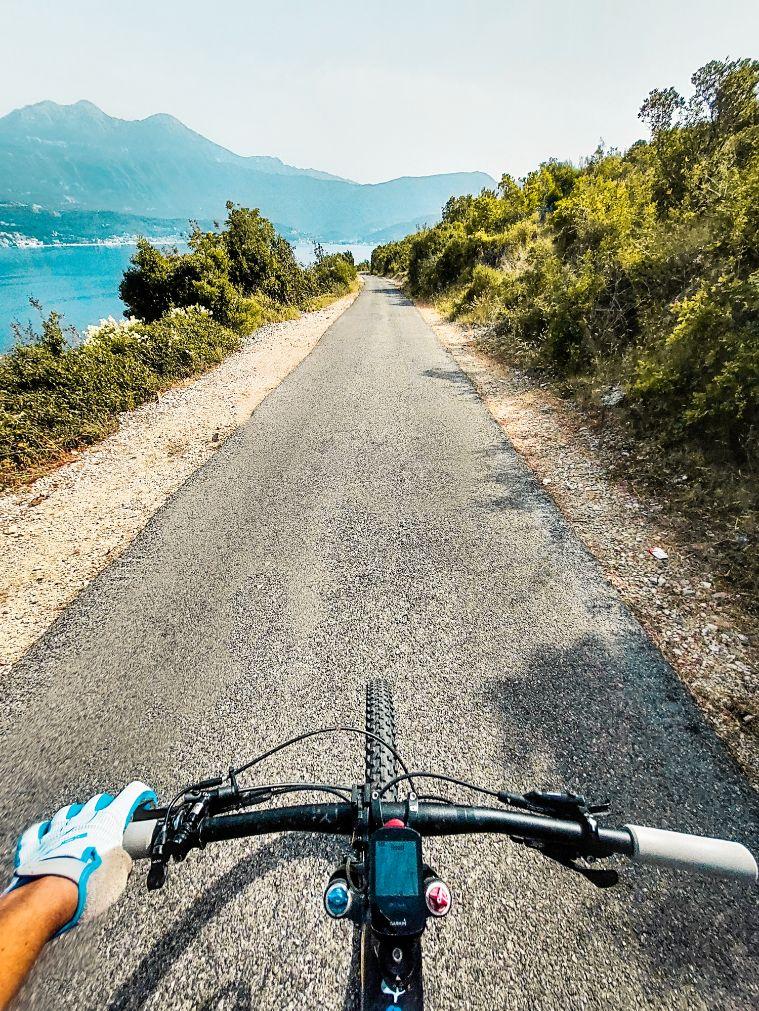 Drumurile inguste, dar perfecte, din golful Kotor