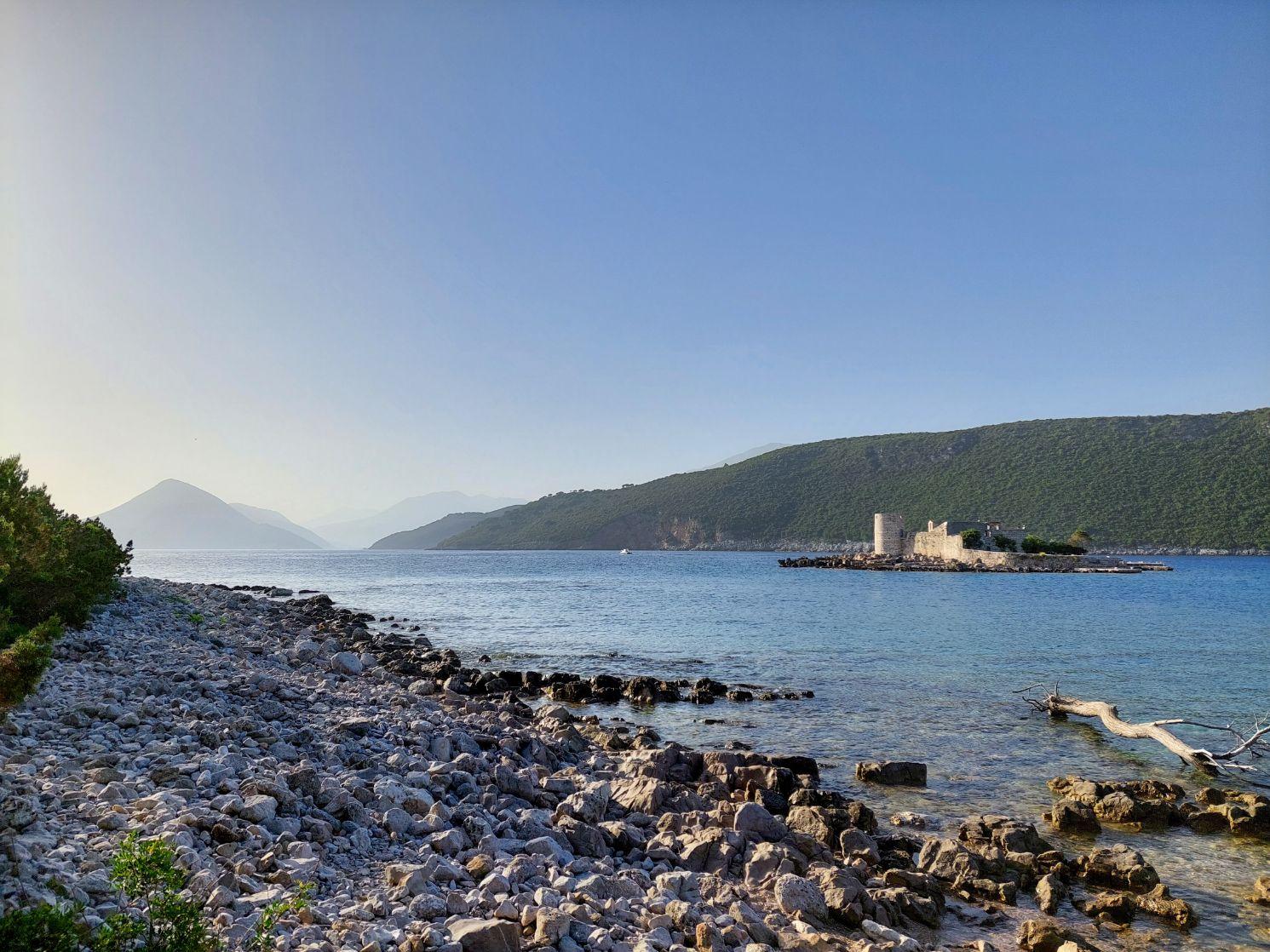 Intrarea in golful Kotor, dinspre Adriatica