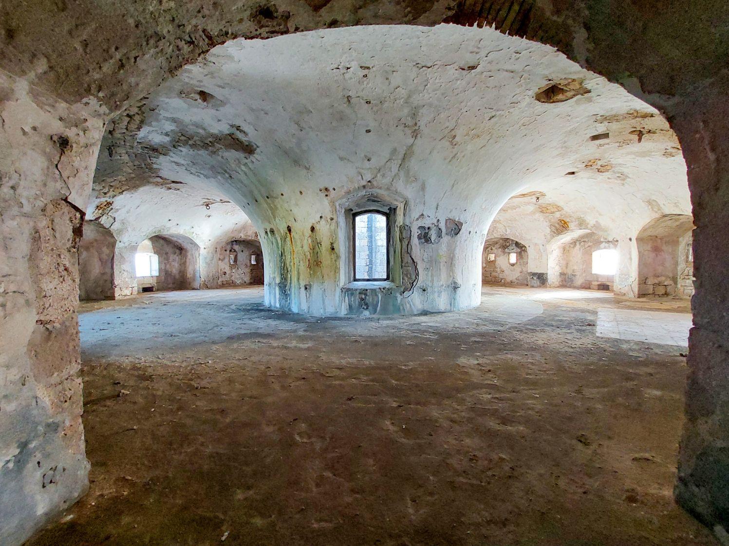 Camera rotunda a tunurilor, din etajul superior al fortului Arza